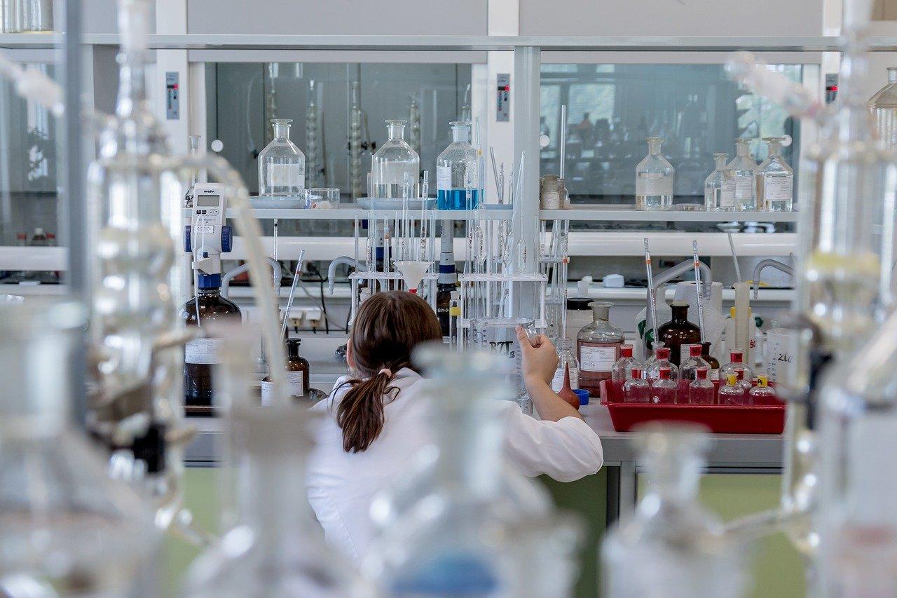 Nowy lek na COVID-19 w kieleckim szpitalu - Zdjęcie główne