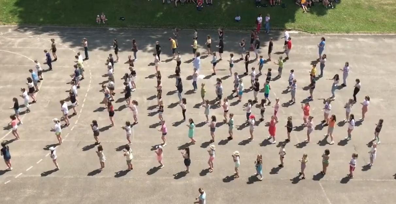 Jerusalema Dance Challenge w wykonaniu uczniów i nauczycieli Szkoły Podstawowej nr 2 w Sanoku [WIDEO] - Zdjęcie główne