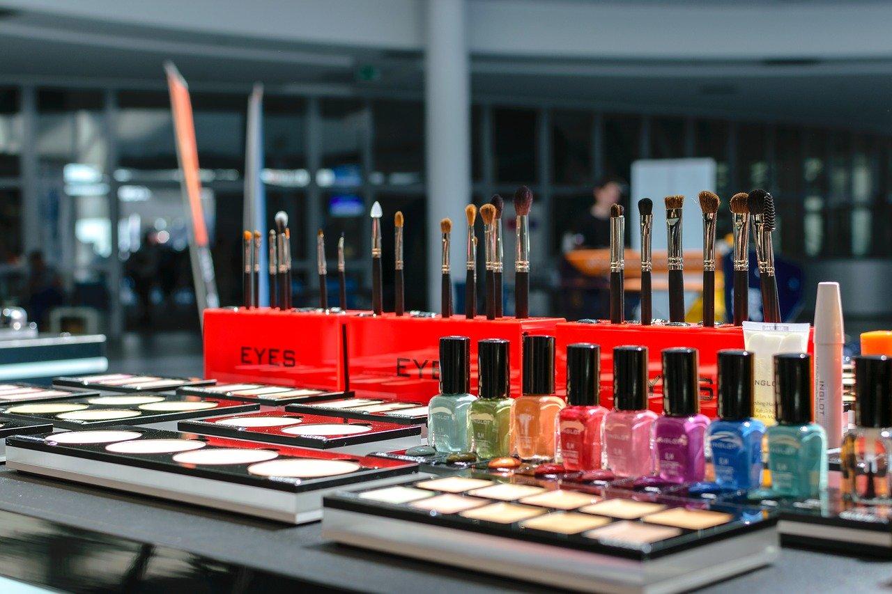 MR: w czasie pandemii firmy kosmetyczne mogą korzystać ze wsparcia UE w zagranicznej ekspansji - Zdjęcie główne