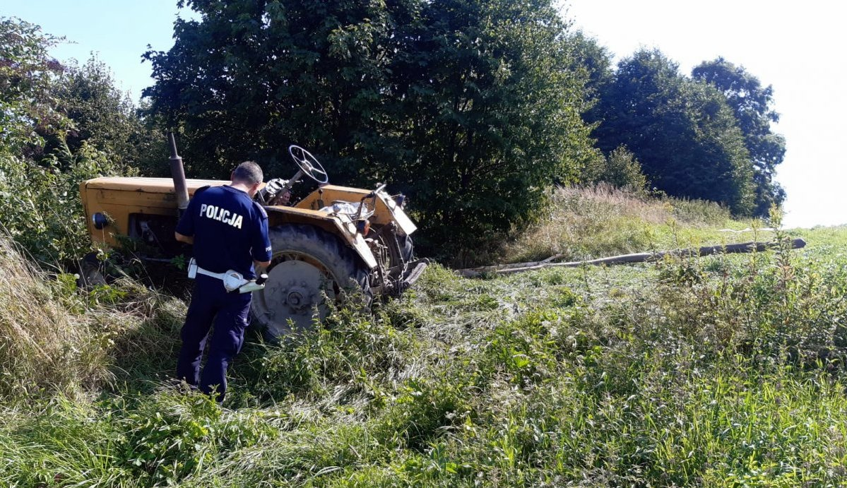 WESOŁA: Mężczyzna przewrócił się i przejechał po nim ciągnik rolniczy - Zdjęcie główne