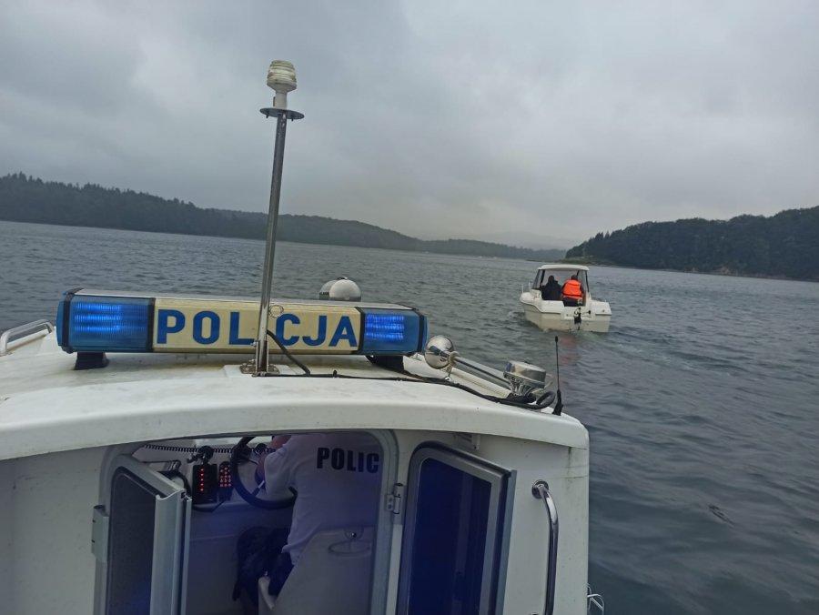 Solina. Nagłe załamanie pogody na jeziorze. Turyści potrzebowali pomocy! [FOTO] - Zdjęcie główne