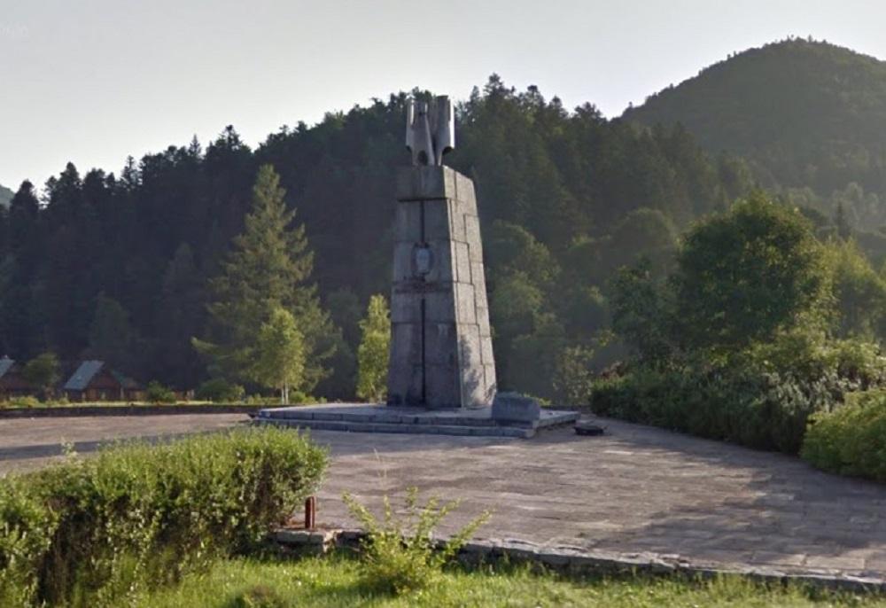 Pomnik generała Świerczewskiego w Jabłonkach w likwidacji - Zdjęcie główne