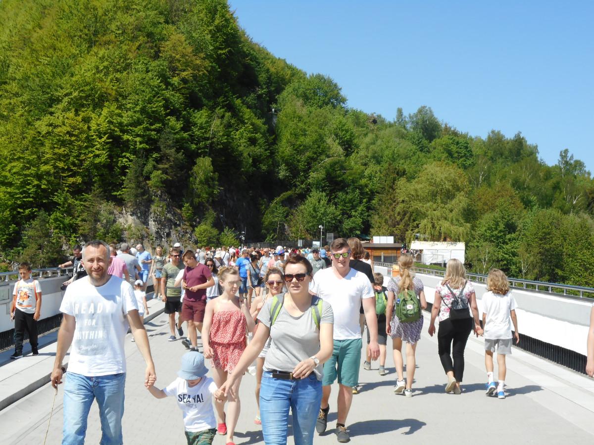 Majówka w Solinie. W Bieszczadach mnóstwo turystów. Ogromne korki [ZDJĘCIA] - Zdjęcie główne