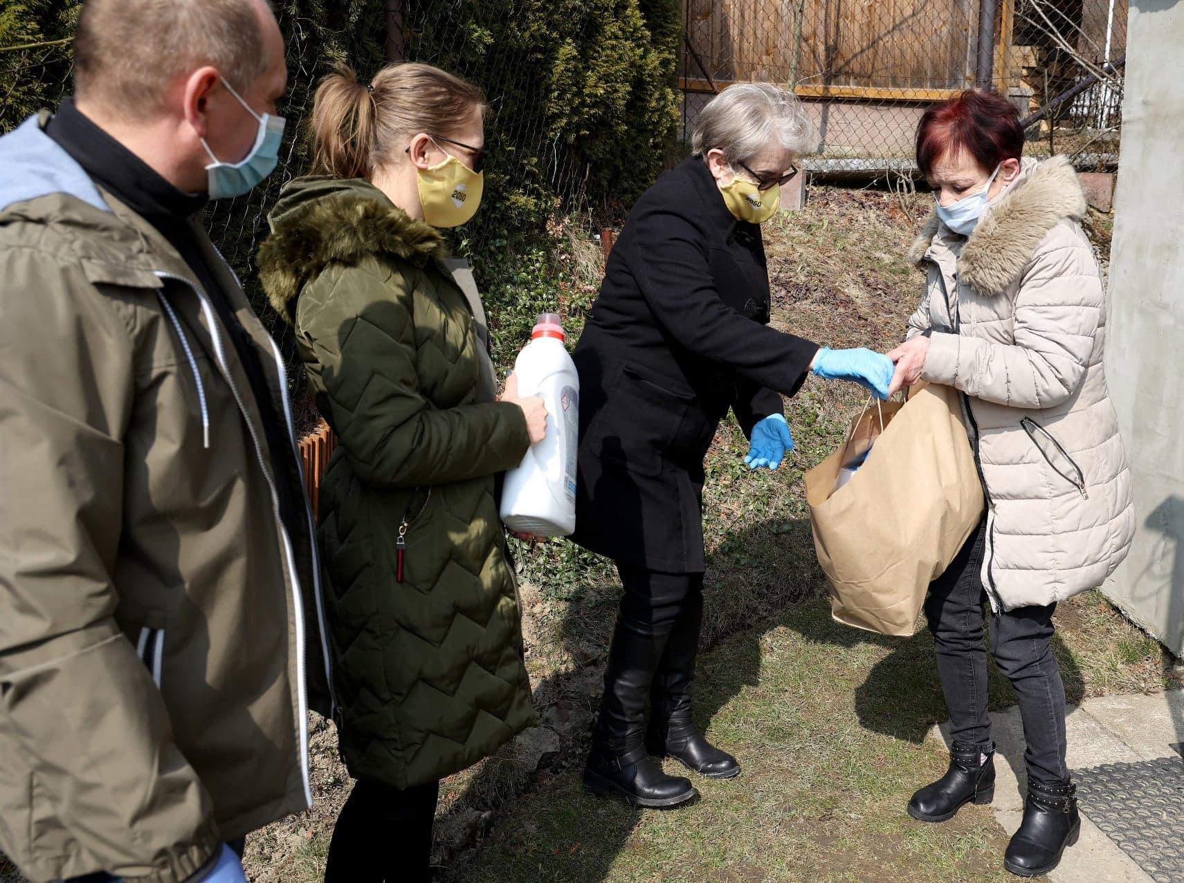 Pomogli samotnym mieszkańcom powiatu bieszczadzkiego [ZDJĘCIA] - Zdjęcie główne