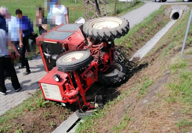 Długie TERAZ. Traktor spadł ze skarpy i przygniótł mężczyznę [FOTO+VIDEO] - Zdjęcie główne