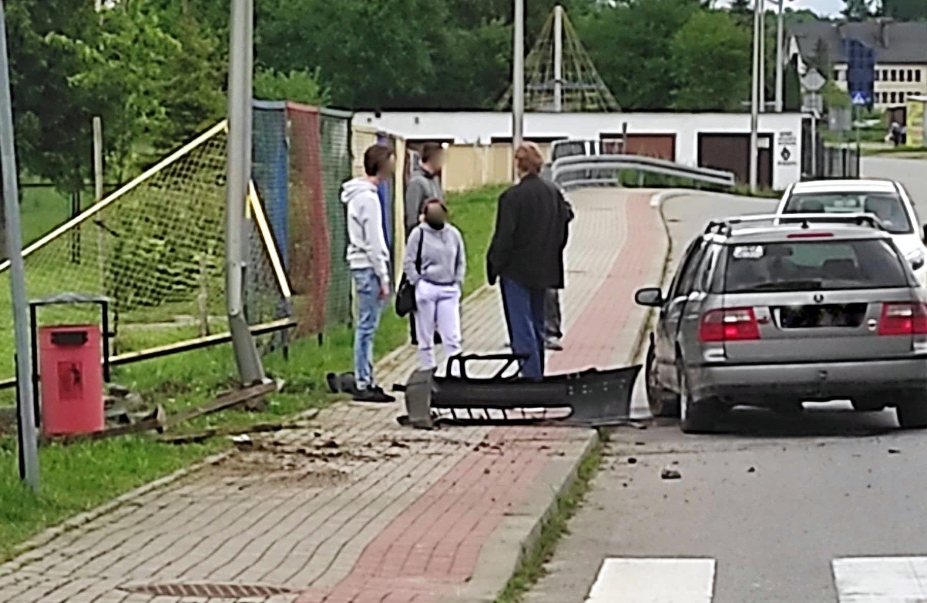 """SANOK: Kiedyś dojdzie tu do tragedii. """"Rajdy"""" młodocianych w drodze do szkoły [ZDJĘCIA] - Zdjęcie główne"""