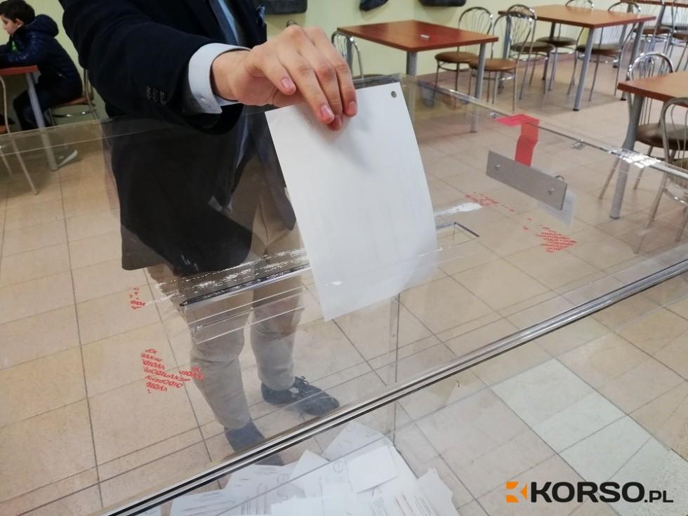 Rekordowa frekwencja w lokalach wyborczych. Jak jest w mieście i gminie Sanok  [DANE] - Zdjęcie główne