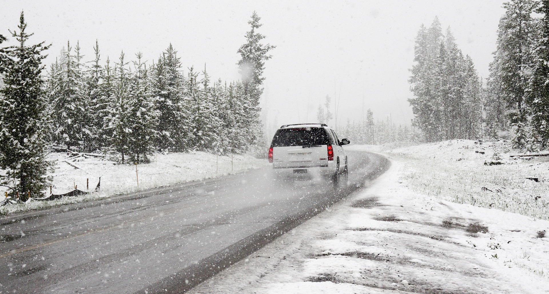 UWAGA! Intensywne opady śniegu i oblodzone drogi - Zdjęcie główne