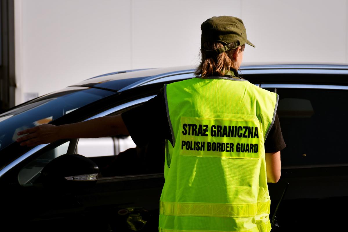 Obywatelskie ujęcie pijanego kierowcy przez strażniczkę graniczną po służbie - Zdjęcie główne
