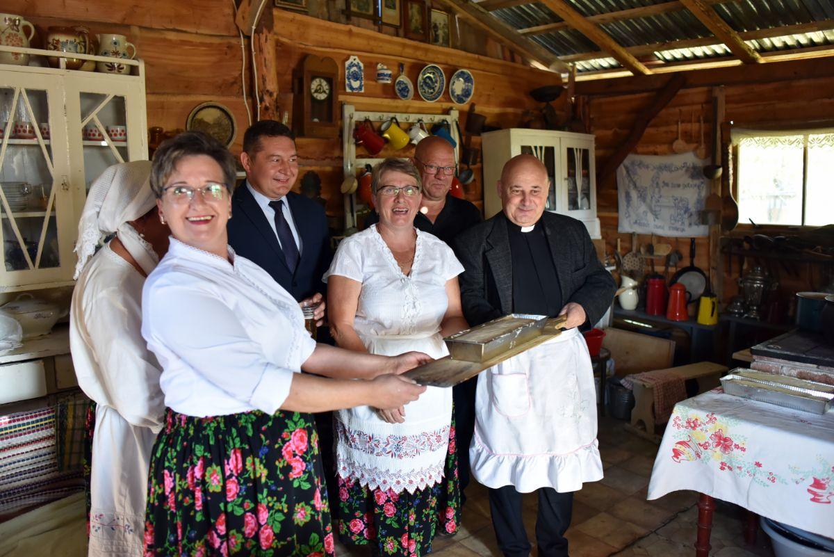 Błogosławiony chleb ziemi czarnej - Święto chleba w Grabownicy [ZDJĘCIA+VIDEO] - Zdjęcie główne