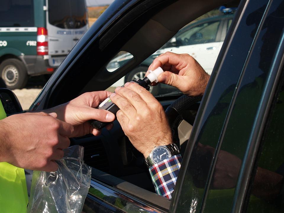 Areszt za jazdę na podwójnym gazie. 53-latek ignoruje dożywotni zakaz! - Zdjęcie główne