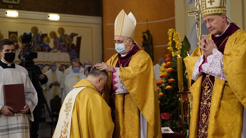 Nowy biskup z Podkarpacia. Ks. Artur Ważny przyjął święcenia - Zdjęcie główne