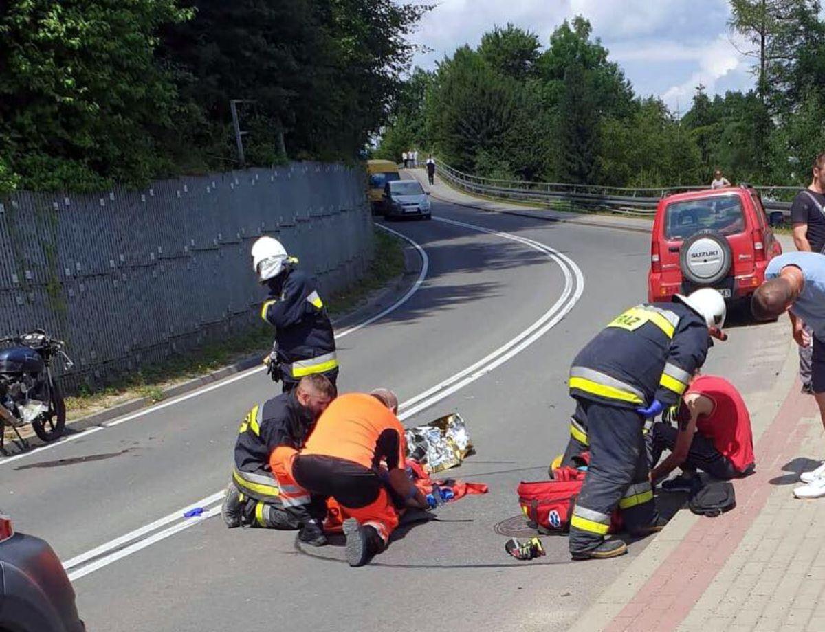 Z OSTATNIEJ CHWILI: Zderzenie osobówki z motocyklem w Tarnawie Dolnej [FOTO] - Zdjęcie główne