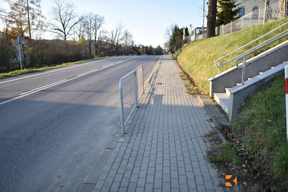 SYGNAŁY CZYTELNIKÓW: Tylko jedno przejście dla pieszych w Pakoszówce [FOTO] - Zdjęcie główne