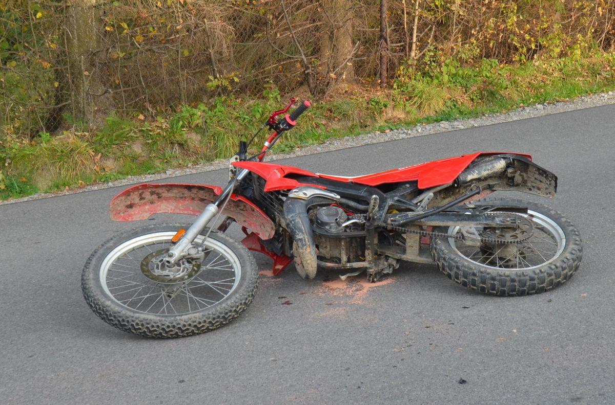Z OSTATNIEJ CHWILI: Wypadek z udziałem motocyklisty w Strachocinie [ZDJĘCIA] - Zdjęcie główne