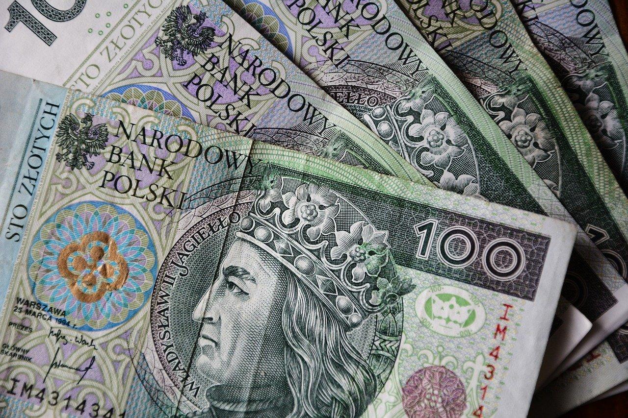 Sanok: Znaleziono pieniądze na ulicy Zamkowej - Zdjęcie główne