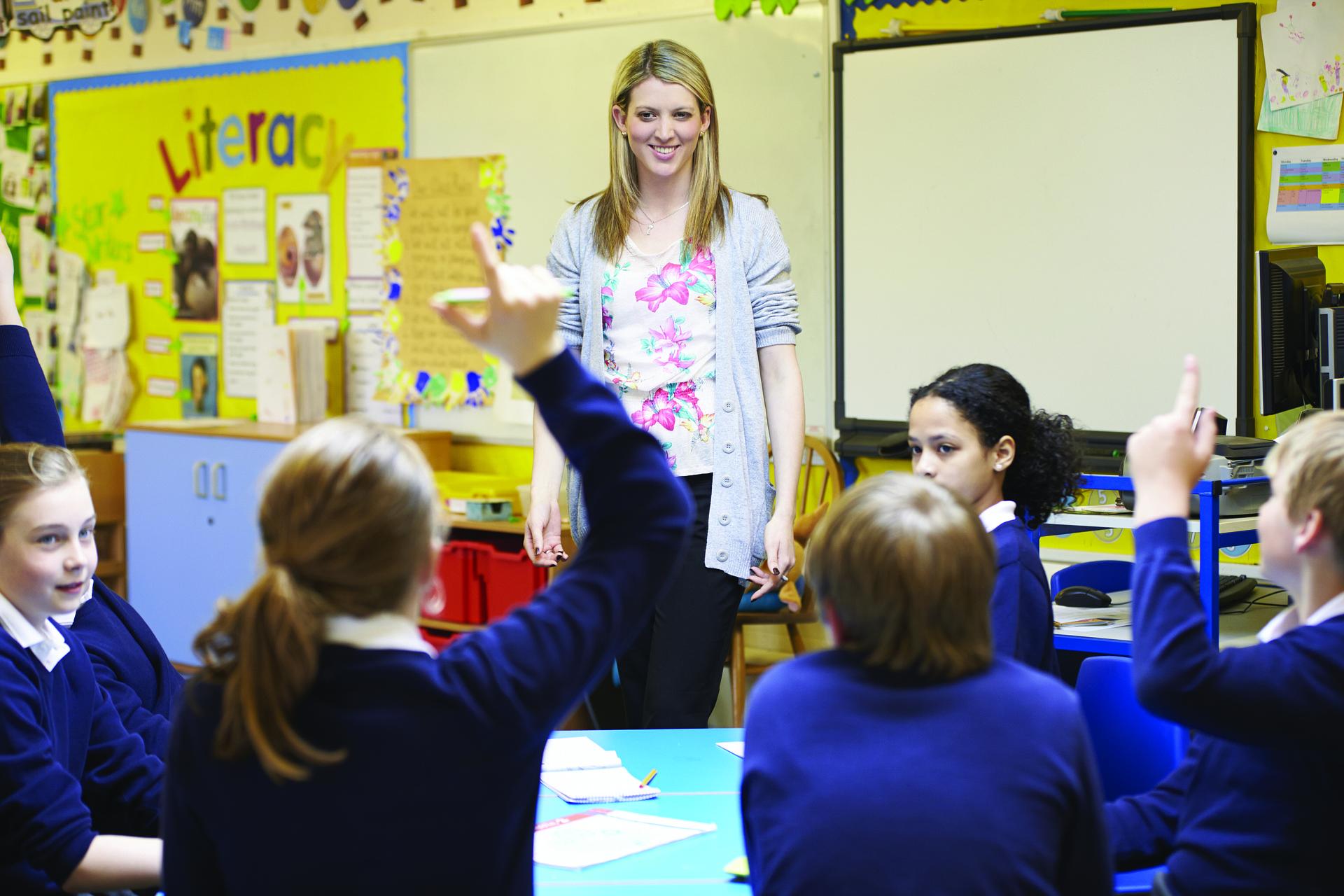 NIK o pracy nauczycieli: Za dużo nadgodzin i wadliwe opracowania dokumentów  - Zdjęcie główne