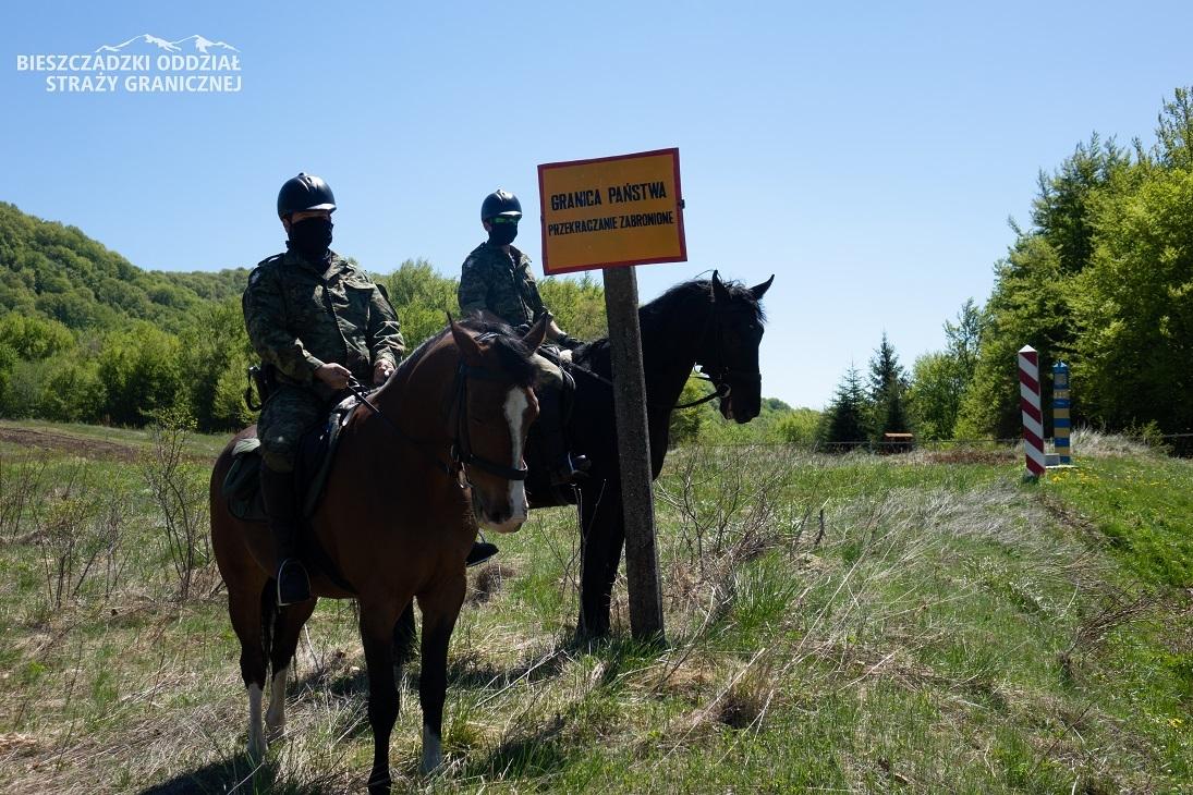 BIESZCZADY. Patrole konne Straży Granicznej niezawodne na granicy [FOTO] - Zdjęcie główne