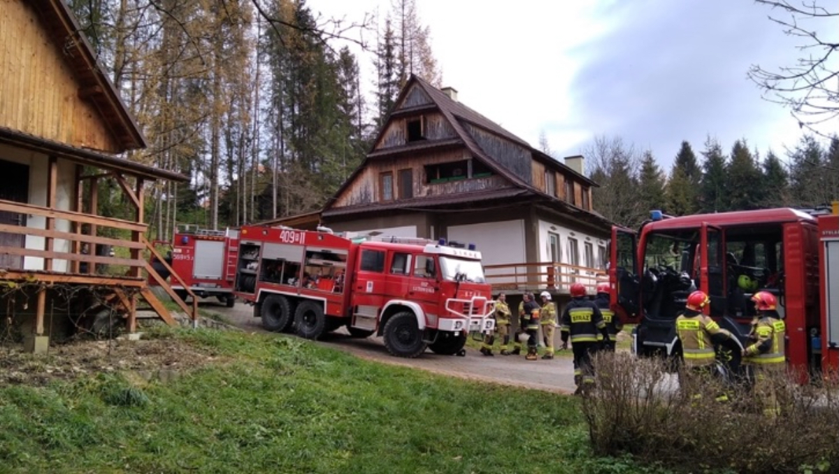 Bieszczady. Pożar budynku mieszkalnego w Dwerniku!  - Zdjęcie główne