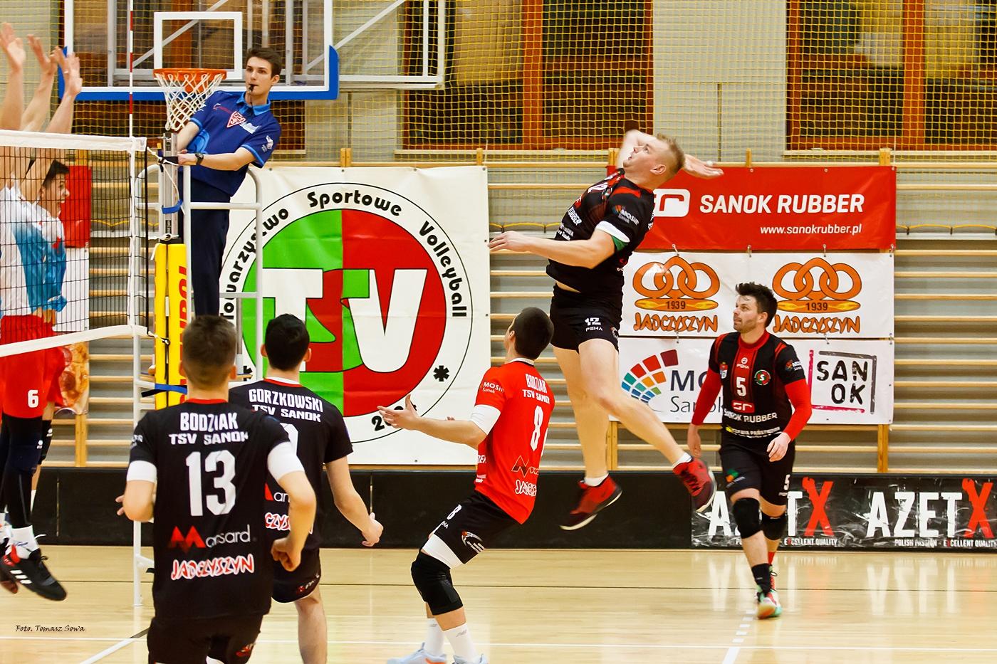AZS UP TSV Sanok przegrywa z liderem z Dębicy [FOTORELACJA] - Zdjęcie główne