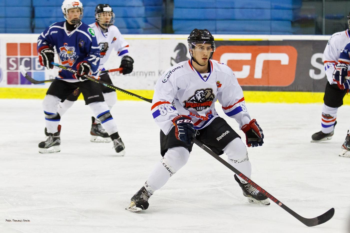 Niedźwiadki pokonują Toruń w Młodzieżowej Hokej Lidze [FOTORELACJA] - Zdjęcie główne