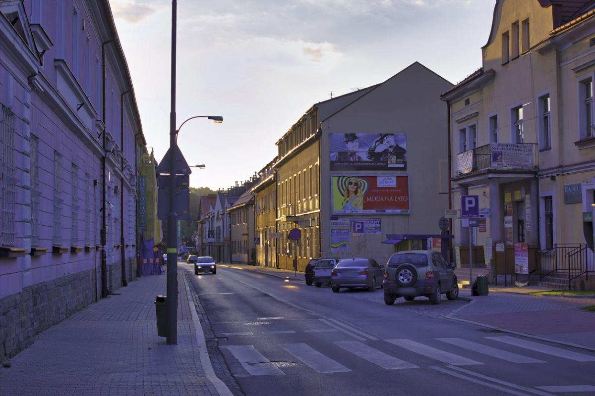 Gminy wprowadzają uchwałę: Szpecące reklamy znikają z miast - Zdjęcie główne
