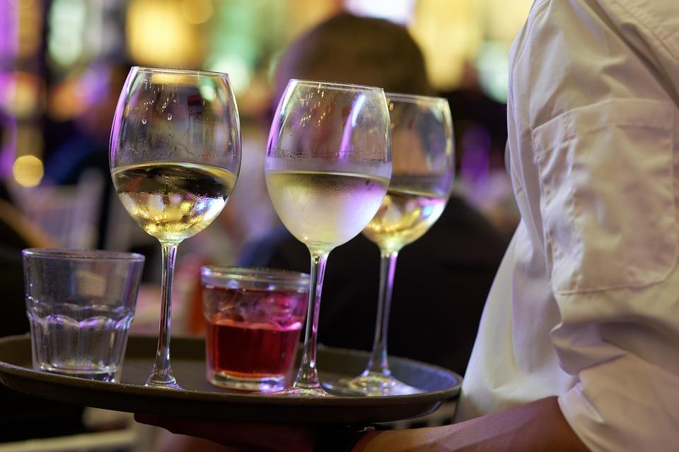 POWIAT LESKO: Nielegalni kelnerzy i pomoce kuchenne - Zdjęcie główne