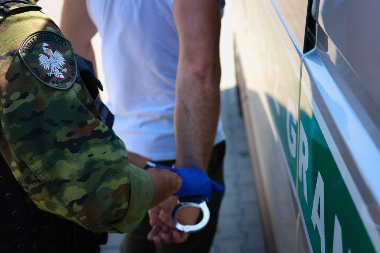 Przestępcy poszukiwani w kilkudziesięciu krajach świata zatrzymani na podkarpackiej granicy  - Zdjęcie główne