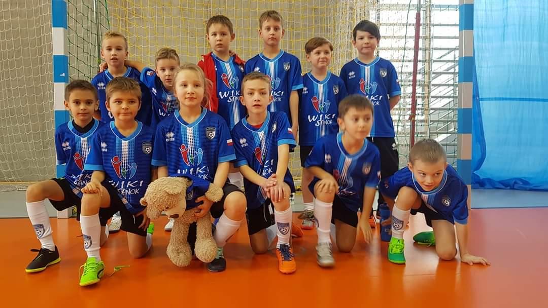 Akademia Piłkarska Wiki Sanok piąta na turnieju halowym - Zdjęcie główne