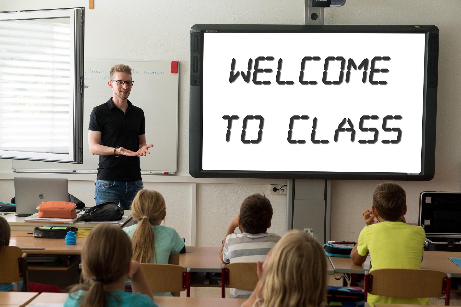 Harmonogram powrotu uczniów do szkół. Kiedy klasy I-III a kiedy ponadpodstawowe? - Zdjęcie główne