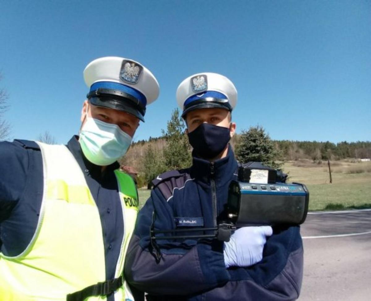 Policja przypomina o przestrzeganiu obowiązujących obostrzeń - Zdjęcie główne