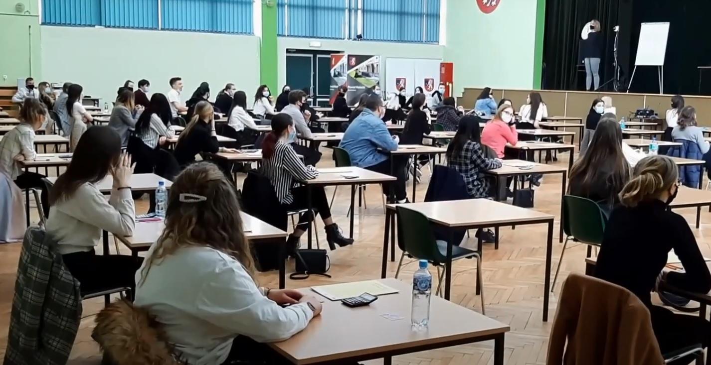 Mamy wyniki egzaminu maturalnego. Ilu absolwentów szkół średnich musi szykować się do poprawki? - Zdjęcie główne