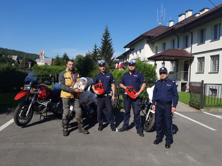 Ustrzyki Dolne. Policjanci otrzymali apteczki motocyklowe [FOTO] - Zdjęcie główne