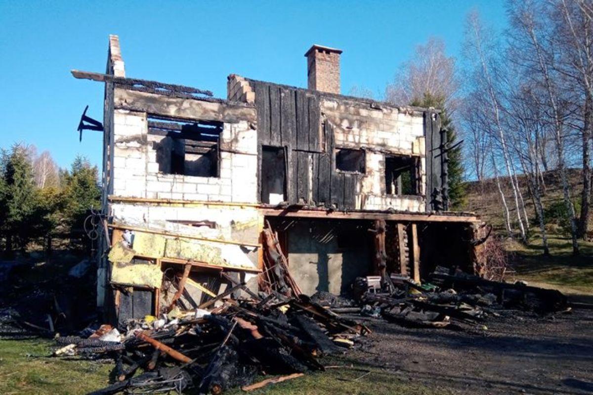 CISNA: Ogień spalił wszystko. Ale my to odbudujemy - mówią przyjaciele! [FOTO+VIDEO] - Zdjęcie główne