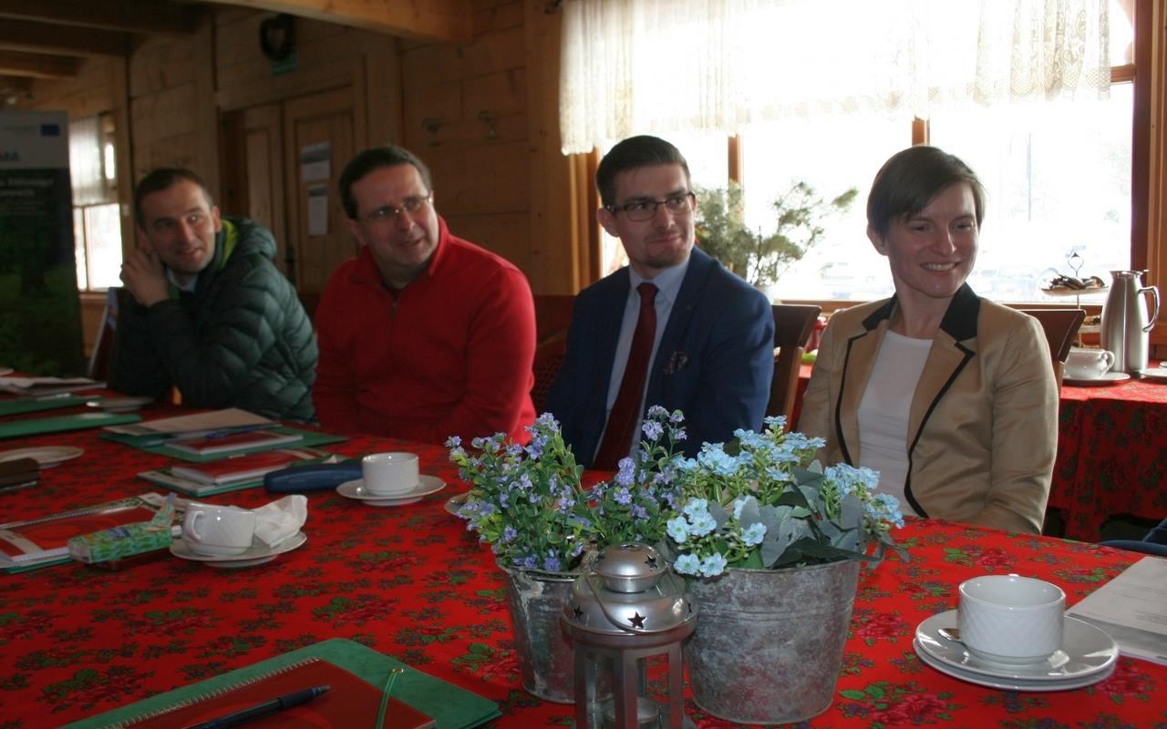 """Dwustronne spotkanie mediacyjne """"Planowanie zabudowy i zagospodarowanie terenu na obszarze Natura 2000 Bieszczady"""" FOTO - Zdjęcie główne"""
