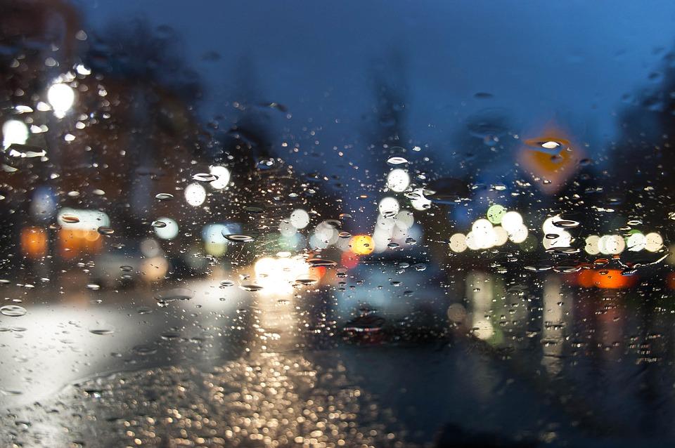 Trwa długi weekend i panują złe warunki na drogach - Zadbajmy o bezpieczeństwo! - Zdjęcie główne