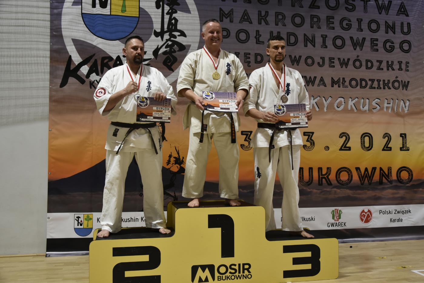 UKS Karate Kyokushin Kumite Niebieszczany Mistrzem Makroregionu Południowego! [ZDJĘCIA] - Zdjęcie główne