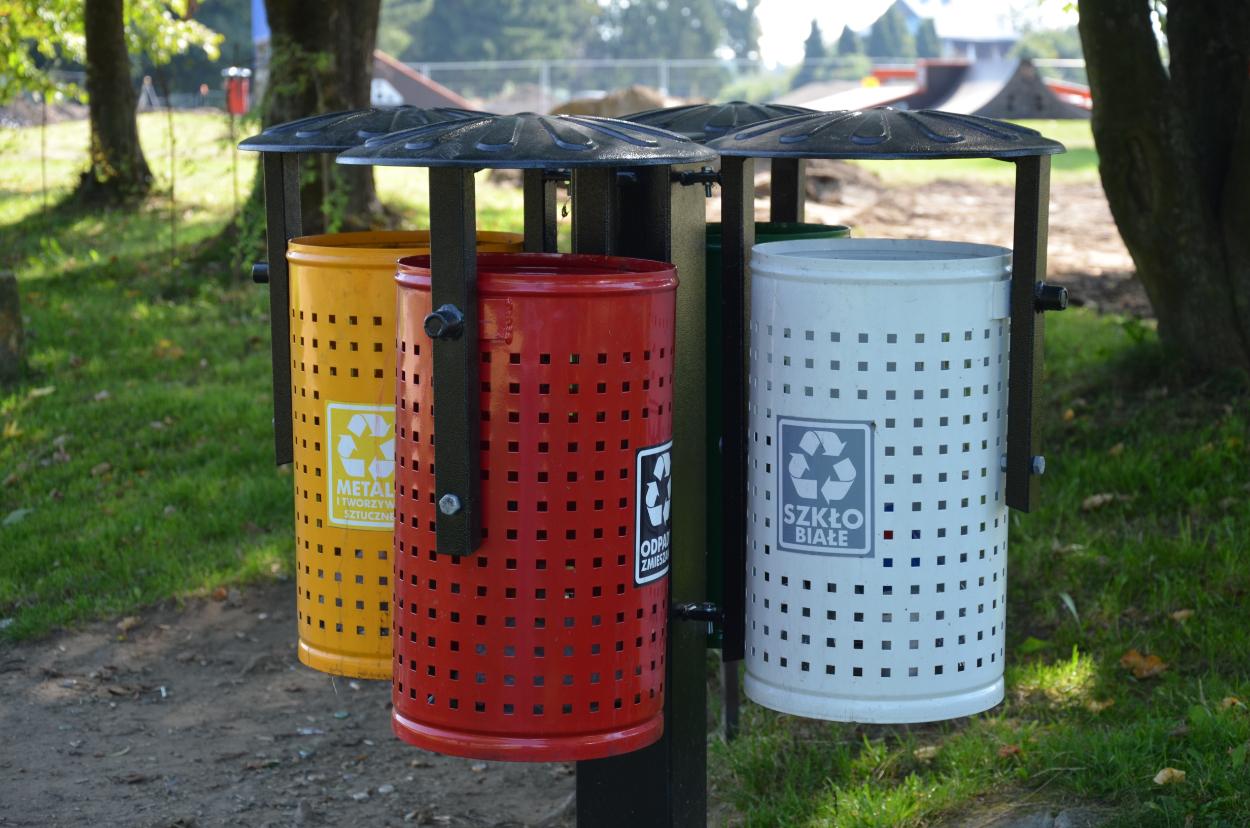 SYGNAŁY CZYTELNIKÓW: I jak tu uczyć dzieci segregacji śmieci?  - Zdjęcie główne