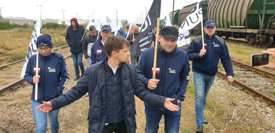 Agrounia blokowała tory kolejowe na Podkarpaciu! - Trwa wojna ekonomiczna, a nasz rząd tylko kłamie - mówi Michał Kołodziejczak - Zdjęcie główne