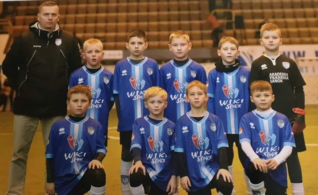 Akademia Piłkarska Wiki Sanok na turnieju  - Zdjęcie główne