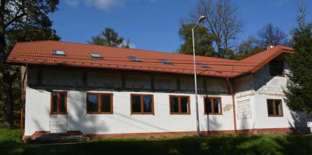 Gmina Sanok. Rozbudowa Wiejskiego Domu Kultury w Falejówce  - Zdjęcie główne