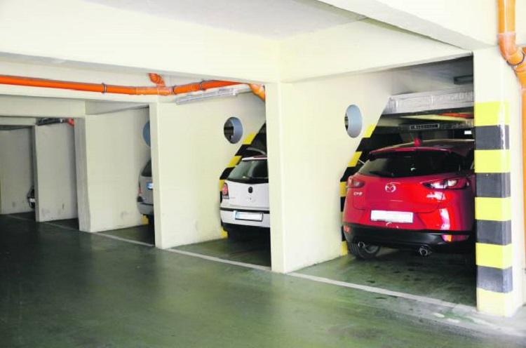 Płonące auto na parkingu wielopoziomowym? Pytamy, czy obiekt jest bezpieczny - Zdjęcie główne