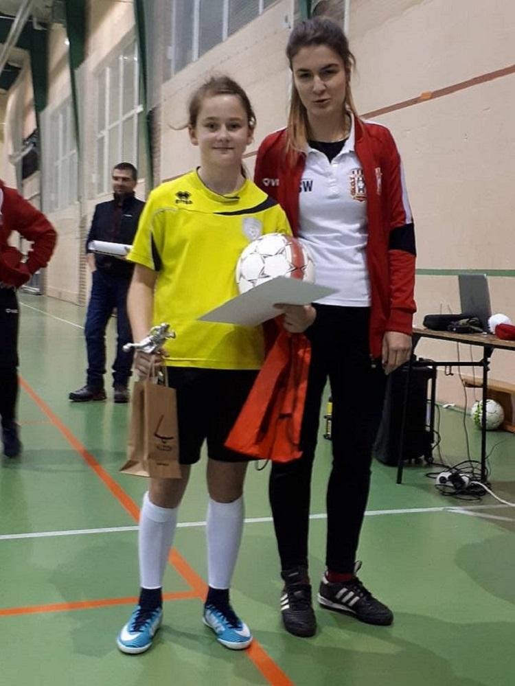 Zawodniczka Akademii Piłkarskiej reprezentantką Polski w piłce nożnej - Zdjęcie główne
