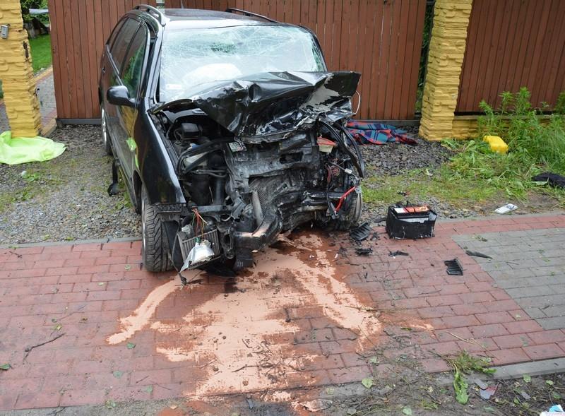 Tragiczny finał zderzenia w Moderówce. Kierowca zginął na miejscu [FOTO] - Zdjęcie główne