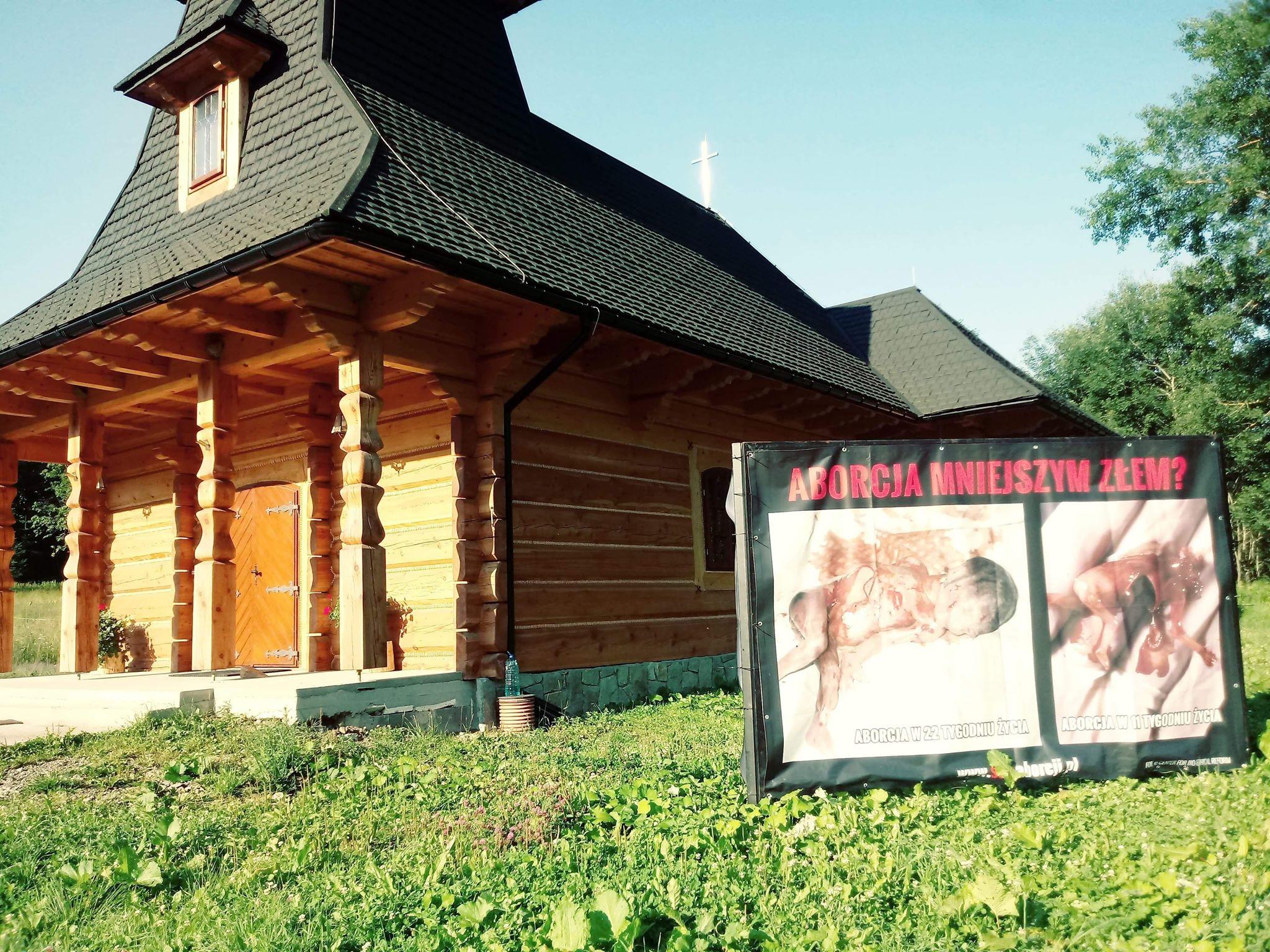 BIESZCZADY: Plakaty antyaborcyjne w Bieszczadach FOTO - Zdjęcie główne