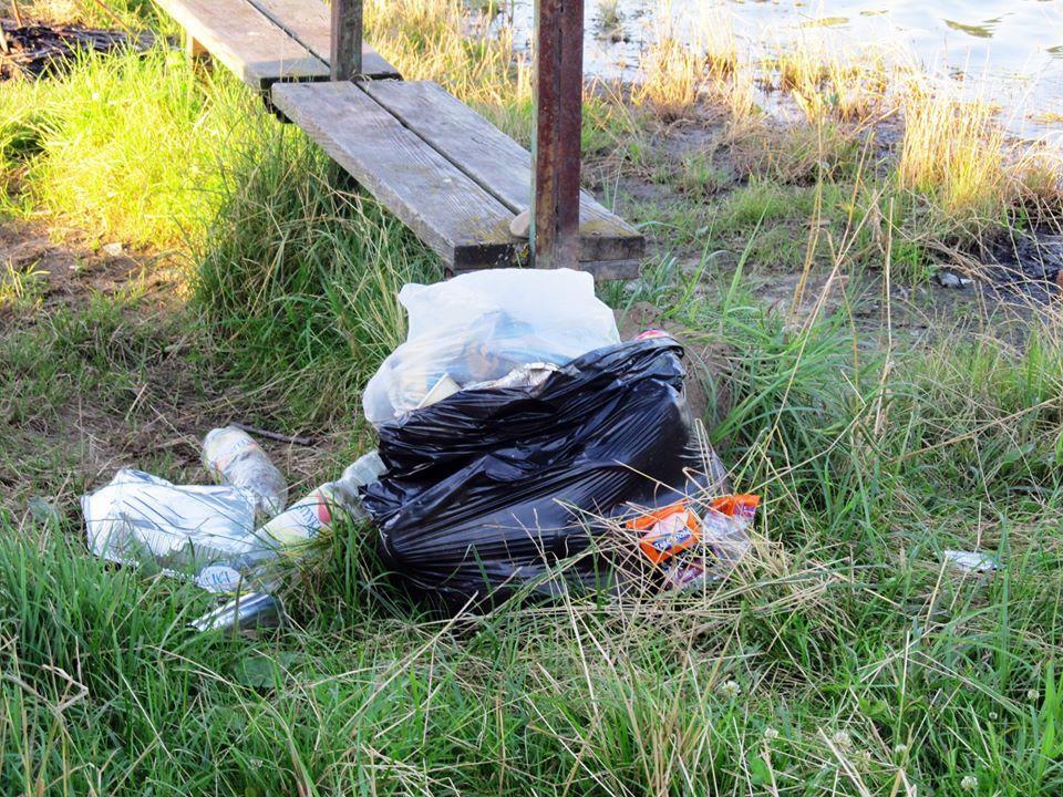 Stan czystości brzegów łowisk pozostawia wiele do życzenia [FOTO] - Zdjęcie główne