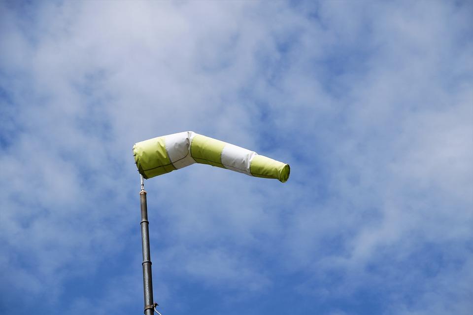 UWAGA: IMGW ostrzega. Bardzo silne wiatry na Podkarpaciu! - Zdjęcie główne