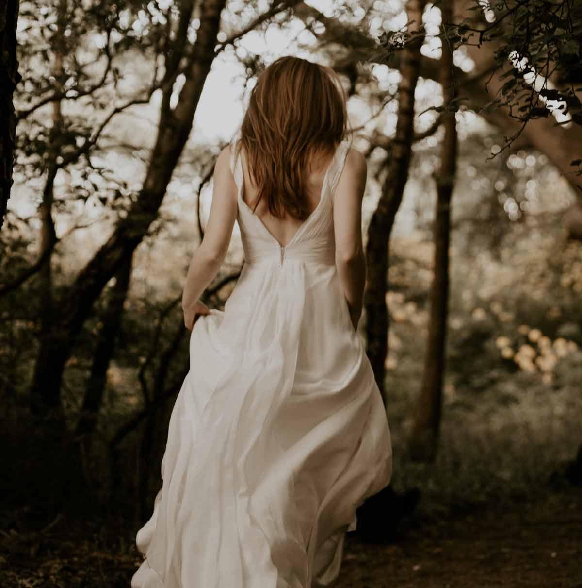 Ślub w plenerze - jaką suknię ślubną wybrać? - Zdjęcie główne