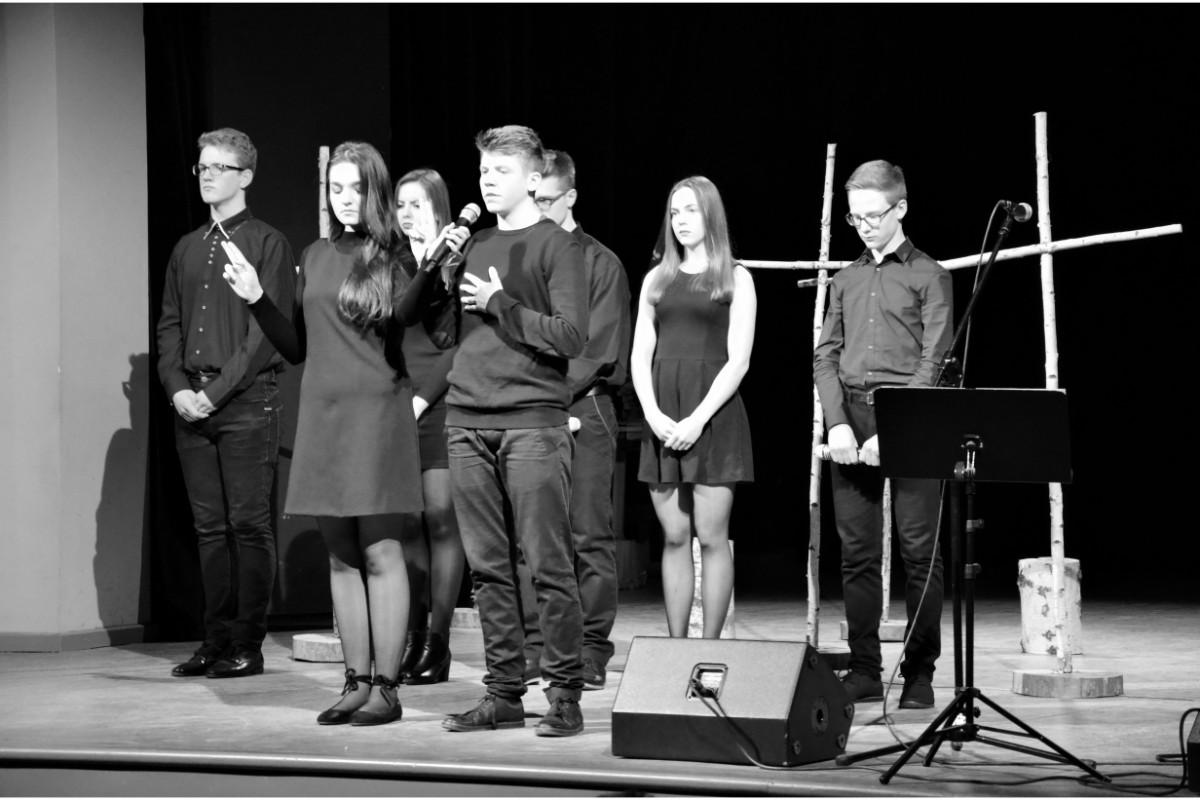 """Konkurs historyczny dla młodzieży """"Oskarżeni o wierność"""", poświęcony Żołnierzom Wyklętym [ZDJECIA] - Zdjęcie główne"""
