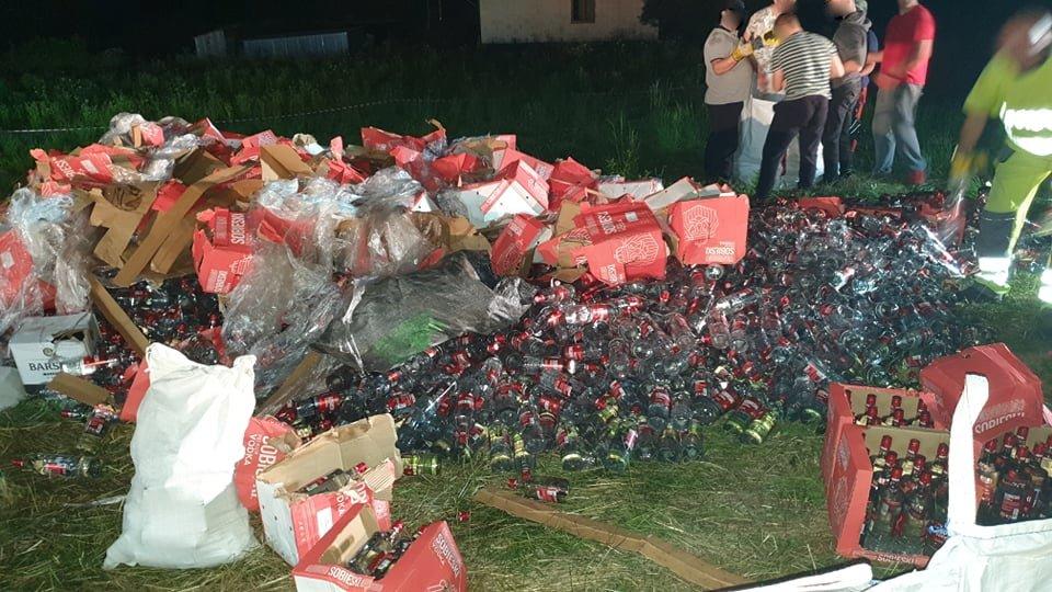 HUMNISKA: Pijany kierowca doprowadził do wywrócenia ciężarówki z wódką [ZDJĘCIA] - Zdjęcie główne